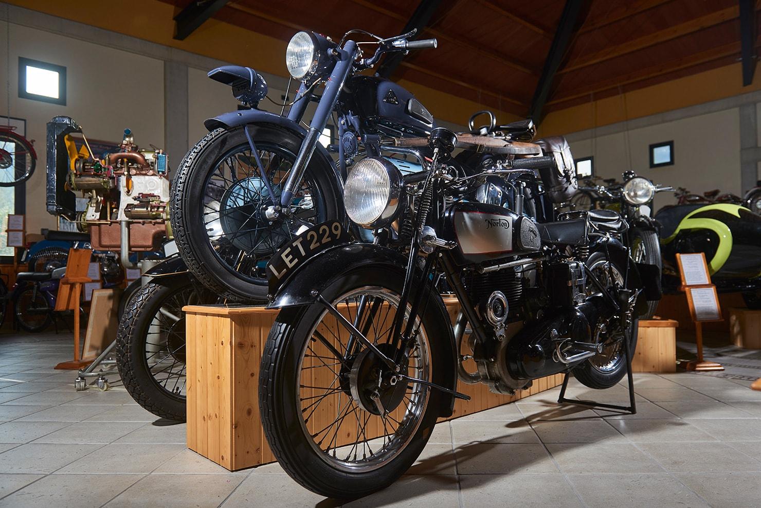 moto Norton